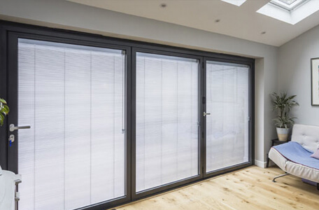 Pleated integral blinds for sliding doors